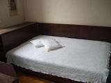 Продавам легло песон и половина-Мебели и Обзавеждане
