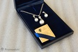 Колие и обеци с бели перли-Комплекти