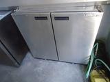 Хладилни шкафчета юноксови ( неръждавейка ) под-плотови-Хладилници