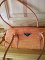 Продавам 2 страхотни чанти,едната е Прада другата е Руби Лондон-Дамски Чанти