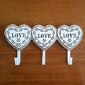 Декоративна дървена закачалка 3 сърца с надпис Love стенна з-Дом и Градина